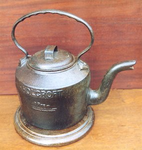 painted cast iron four pint kettle