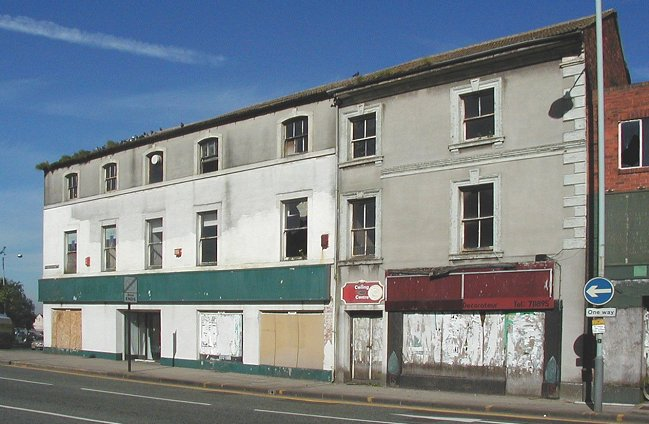Old shops in worcester street another view of the building with the derelict do it yourself centre on the right solutioingenieria Choice Image
